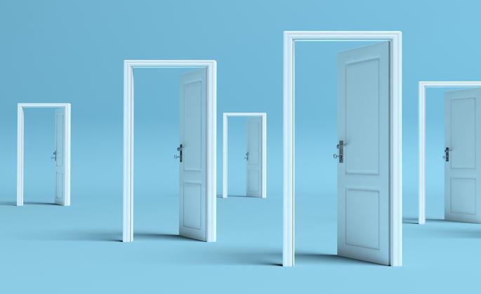 ドアがたくさん並んだ部屋